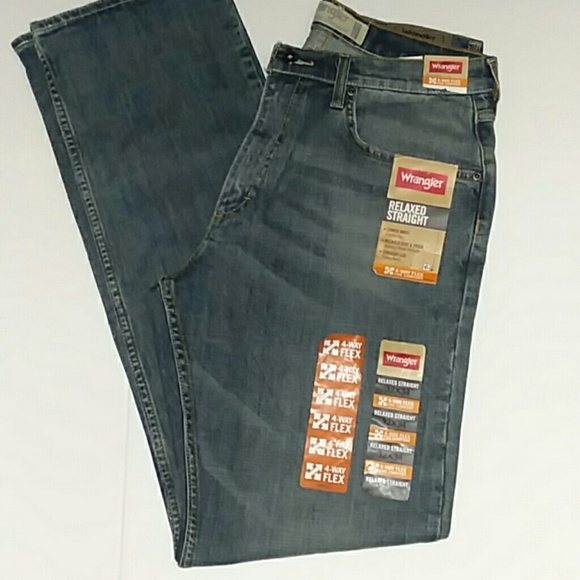81f3d38a NWT Wrangler jeans relaxed straight leg MED WASH. M_5b74f6cb34a4ef214aa62b4a